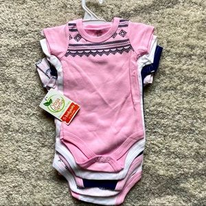 NWT Set of 5 Yoga Sprouts 100% Cotton Baby Onesies